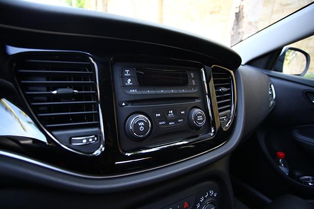 非高配版本上的收音机跟整体风格有点不搭。