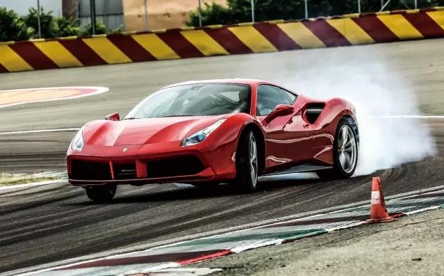 史上最强神马  Ferrari 488 GTB 001