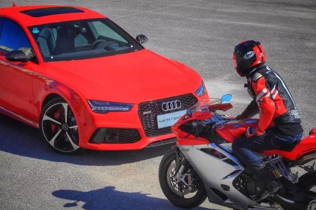 速度与激情 Audi RS7 & Agusta F4 001