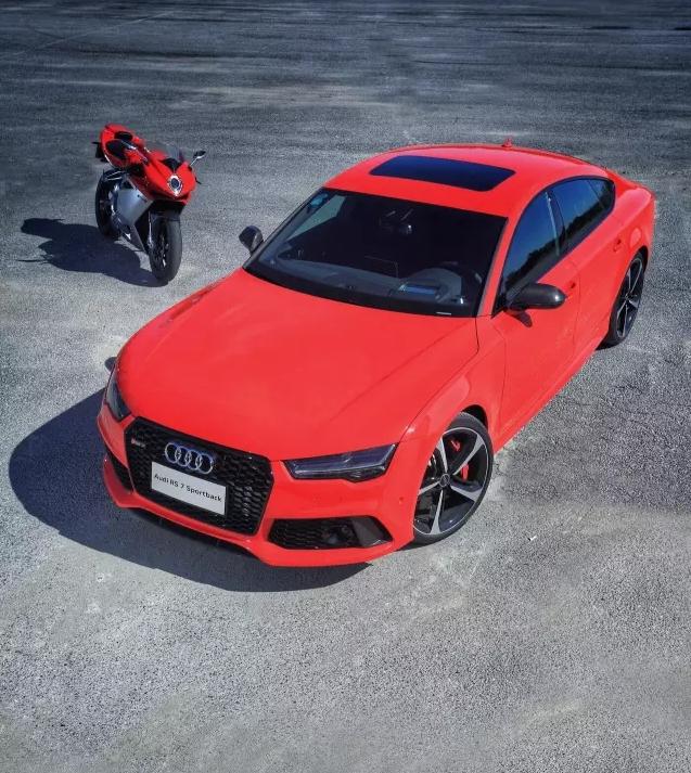 速度与激情 Audi RS7 & Agusta F4 008