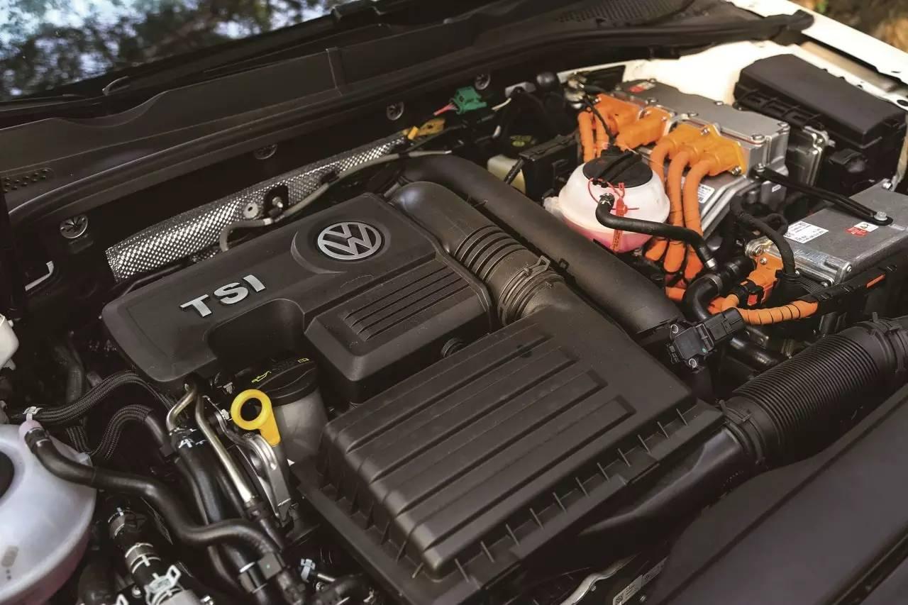 Volkswagen Golf GTE 002